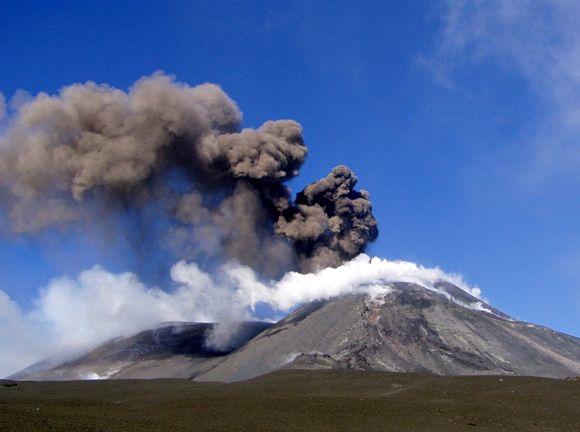Fotografía de una erupción anterior del Volcán Etna de Sicilia