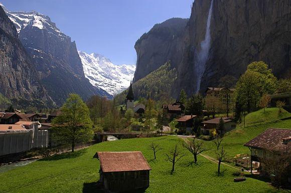 Lauterbrunnen es una localidad muy pequeña cercana a Interlaken