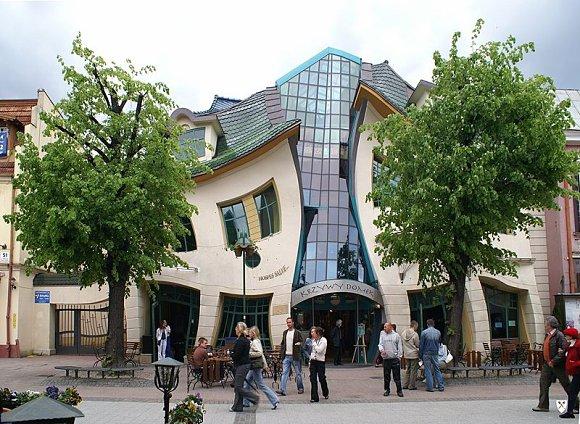 Técnica de la perspectiva en edificios. Krzywy_domek_crooked_house