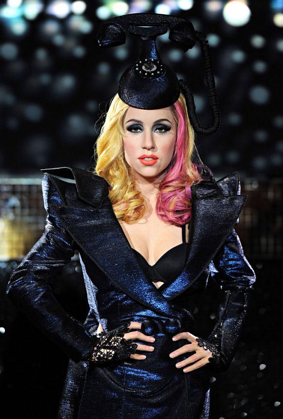 La estranbótica Lady Gaga posando en el museo Madame Tussauds de Londres