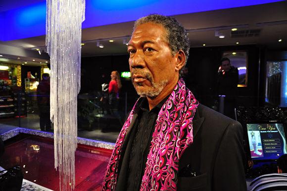 Morgan Freeman dándose un paseo por el museo Madame Tussauds