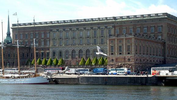 Imagen del Palacio Real de Estocolmo visto desde el río Strömskajen