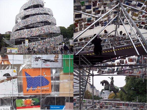 Imágenes superpuestas de la Torre de Babel de libros