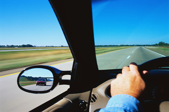 Alquilar un coche es una gran opción para nuestros viajes, pero hay aspectos que debemos tener en cuenta