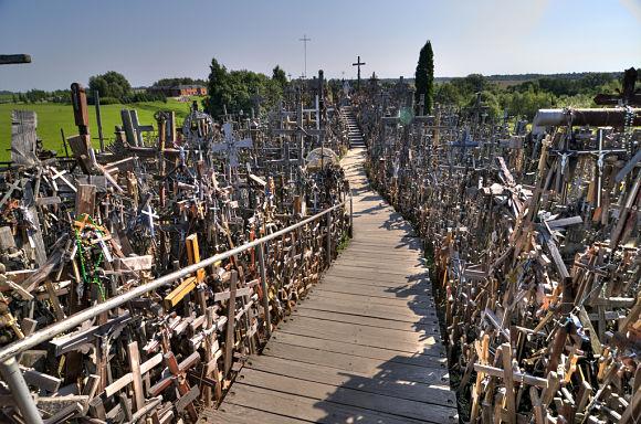 En la actualidad, más de 100.000 cruces conforman la misteriosa Colina