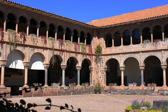 Convento de Santo Domingo, construido sobre el Templo de Coricacha tras la llegada de los españoles a Cuzco
