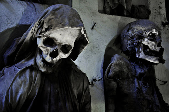 Las Catacumbas de los Capuchinos forman hoy día una auténtica galería de la muerte con unos 8.000 cadáveres embalsamados