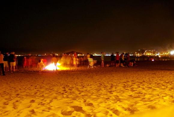 En la playa sola de noche: El amor y las palabras