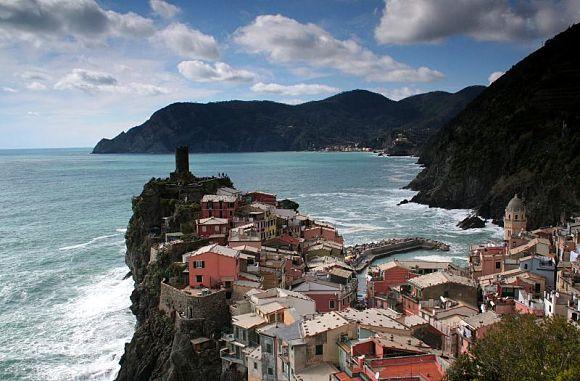 Imagen panorámica de la localidad de Vernazza en Cinque Terre