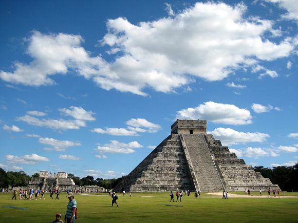 La Pirámide de Kukulkán es el edificio más importante de Chichén Itzá e incluso de toda la Civilización Maya