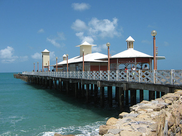 Desde el Puente de los Ingleses, en la playa Iracema, disfrutaremos de un hermoso atardecer