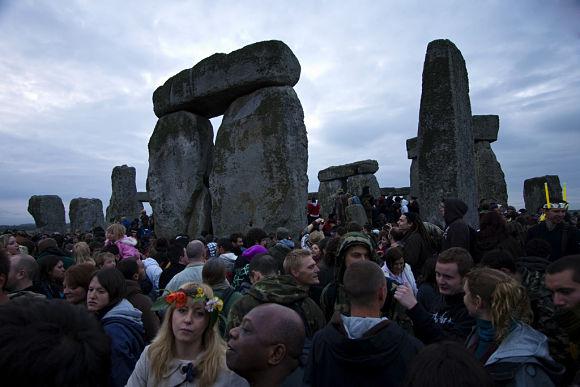 En Inglaterra es tradición reunirse durante la Noche de San Juan en el Crómlech de Stonehenge