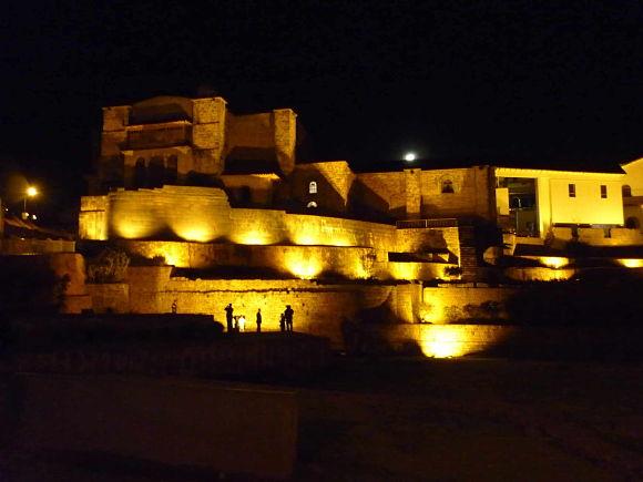 Templo de Coricacha iluminado
