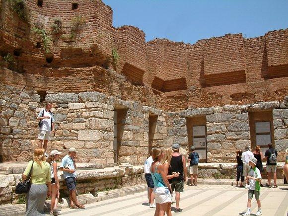 Ábside interior de la Biblioteca de Celso en la ciudad antigua de Éfeso, Turquía