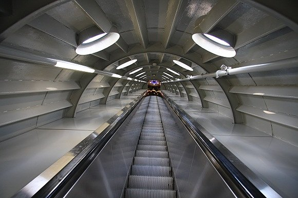 Imagen del ascensor en el interior del Atomium de Bruselas