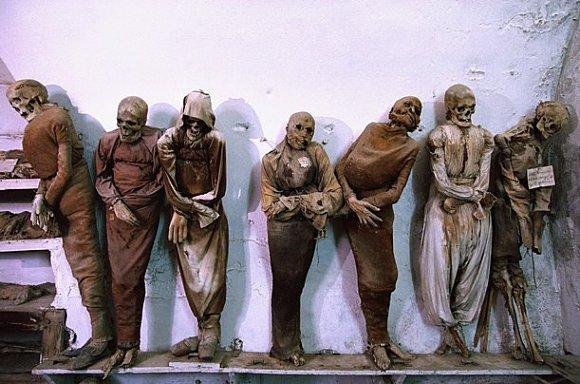 Catacumbas de un convento de mojes Capuchinos