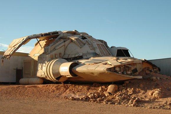 Una nave empleada en la película de ciencia ficción Pitch Black descansa en Coober Pedy