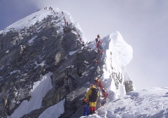 El Monte Everest cada vez está más abarrotado por expediciones privadas