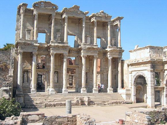 Fachada de la Biblioteca de Celso en la antigua ciudad de Éfeso, Turquía
