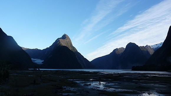 Estampa de Milford Sound antes de amanecer por completo
