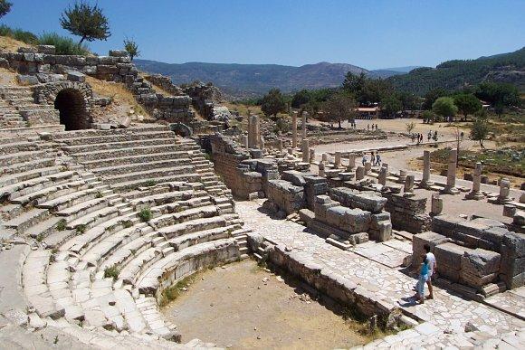 Imagen con otra perspectiva del Odeón donde se escuchaba música en Éfeso