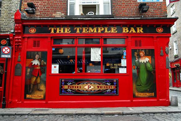 El Temple Bar, el pub con el mismo nombre del Barrio, se ha convertido en un punto de referencia dentro de Dublín
