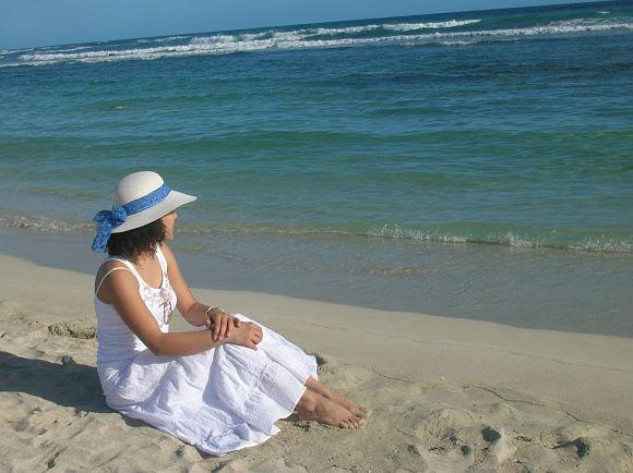 Usar un sombrero es una buena forma para protegerse del sol