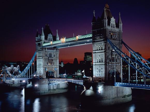 Fotografía nocturna del Tower Bridge, del Puente de la Torre, Londres