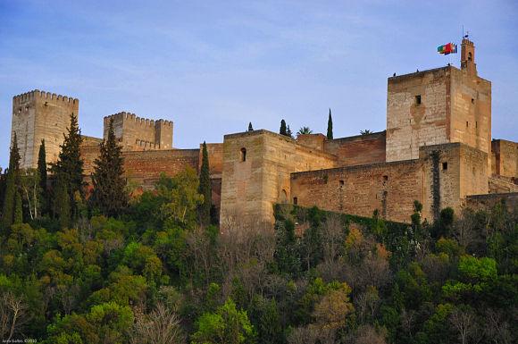 La Alhambra es el monumento más visitado de España y el lugar que consigue enamorar a todo el que lo visita
