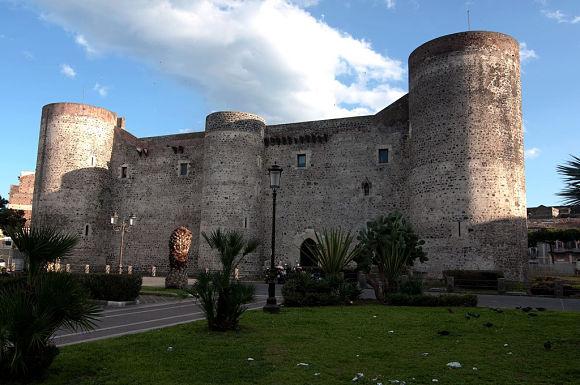 El Castillo Ursino es un lugar muy recomendable dentro de Catania por su interés arquitectónico y sobre todo, histórico