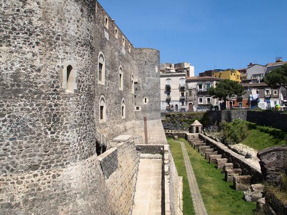 Recorrer el Castillo es recorrer la historia de un lugar por el que han pasado judíos, cristianos y árabes