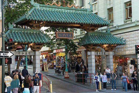 La Puerta del Dragón de la Avenida Grant nos da la bienvenida a Chinatown