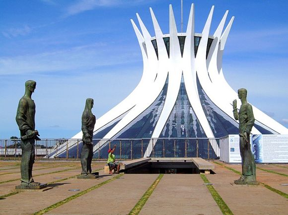 El exterior de la catedral también es espectacular y se encuentra rodeado por los Cuatro Evangelistas