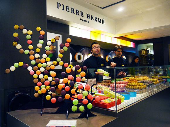 En las pastelerías de Pierre Hermé encontraremos multitud de deliciosos y coloridos dulces