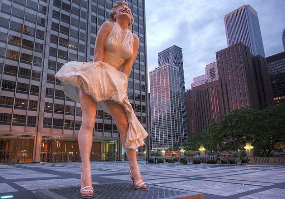 La escultura de Marilyn Monroe situada en la ciudad estadounidense de Chicago mide casi 8 metros