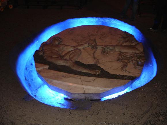 Imagen de una de las esculturas más famosas que encontraremos a nuestro paso, la Creación de Adán