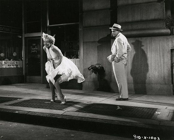 Fotograma de la película La tentación vive arriba, protagonizada por Marilyn Monroe