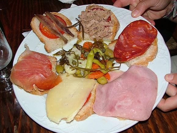El pà amb oli es un plato típico de las Islas Baleares