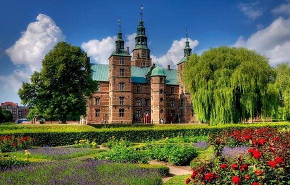 El Palacio Rosenborg es un lugar muy interesante por su historia, su arquitectura y sus jardines