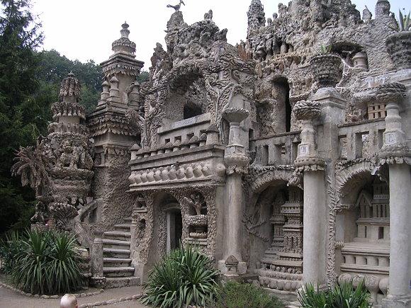 El palacio de Ferdinand Cheval está decorado con muchos detalles