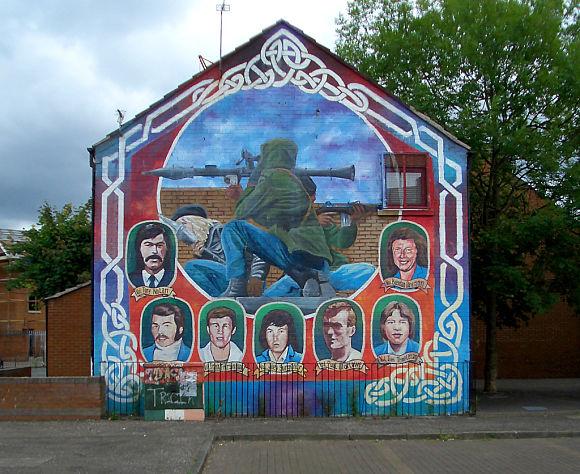 Por toda la ciudad encontraremos pintadas y grafitis que serán un reflejo de muchos de los conflictos que se dieron hace años