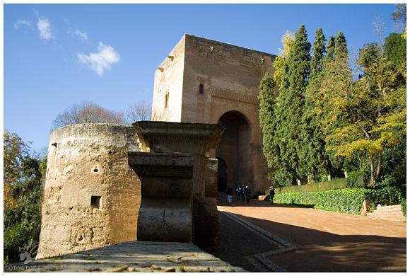 Fotografía de la Puerta de la Justicia, una de las puertas que da acceso al recinto de la Alhambra