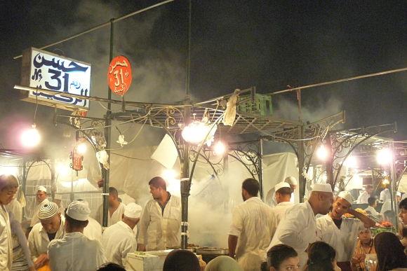 Imagen del puesto 31 de la plaza Jamaa el Fna, uno de los puestos de comida más famosos para cenar