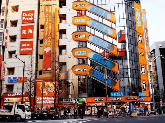 Fotografía de uno de los gigantescos edificios dedicados a la electrónica de consumo en Akihabara