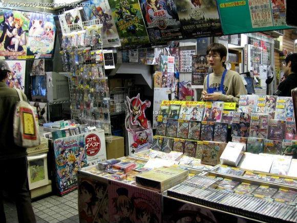 Interior de una de las miles de tiendas del barrio Akihabara en Tokio