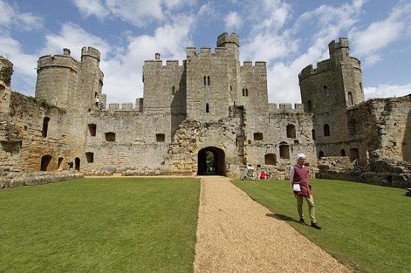 Patio interior del castillo de Bodiam en Inglaterra