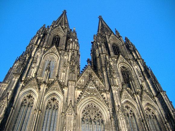 Fachada de la colosal Catedral de Colonia en Alemania