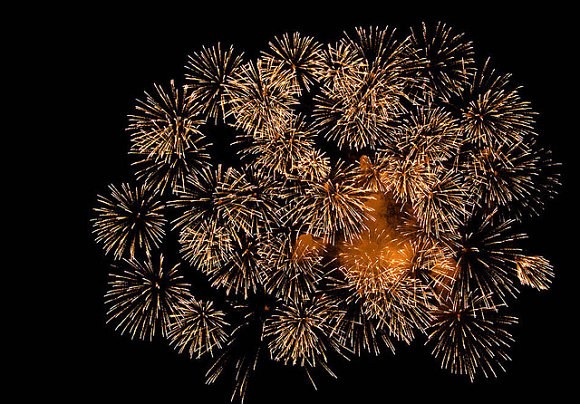 Estallido de los fuegos artificiales en las Fiestas de San Fermín