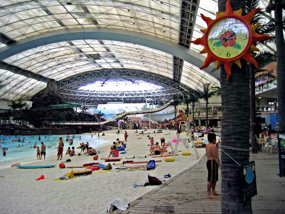 La temperatura se regula en el parque acuático cubierto de Seagaia Ocean Dome