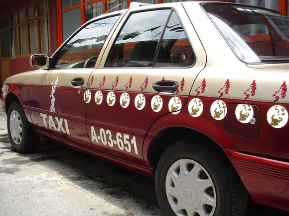 Tomar un taxi en México D.F. crea inseguridad y la aplicación Taxiaviso nos ayuda